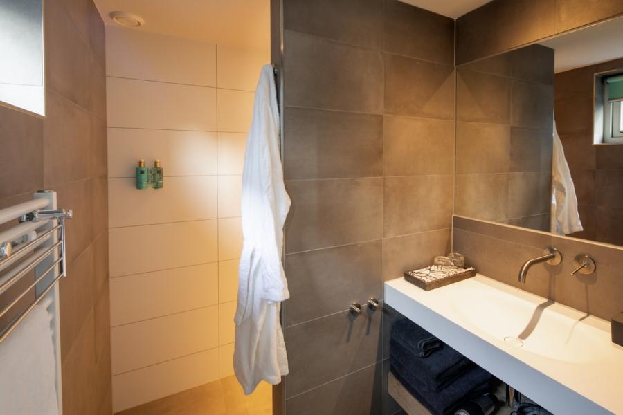Badkamer van Studio Kerkuil, B&B Saenliefde Wormer
