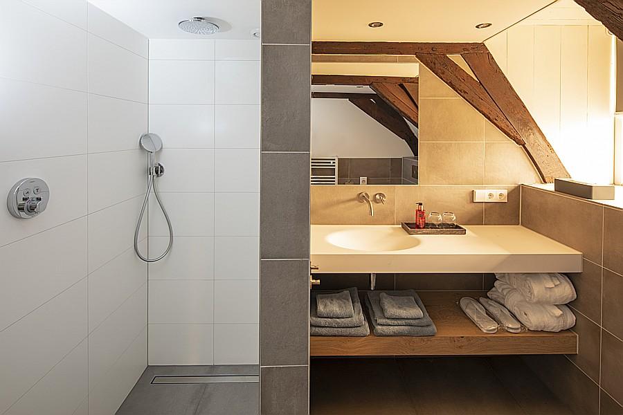 Badkamer slaapkamer Visser van B&B Saenliefde in Wormer