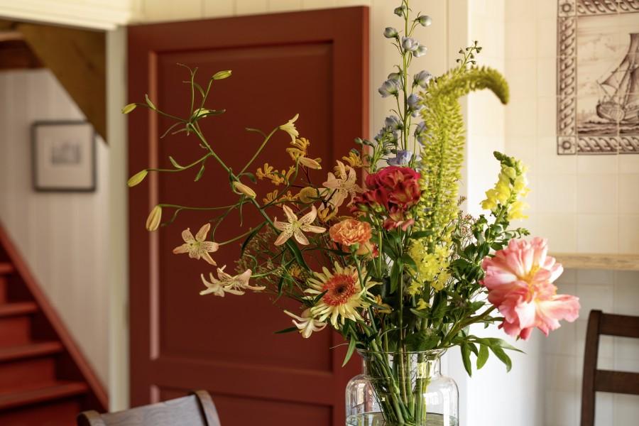 Bloemen in de ontbijtkamer van Bed & Breakfast Saenliefde inn Wormer