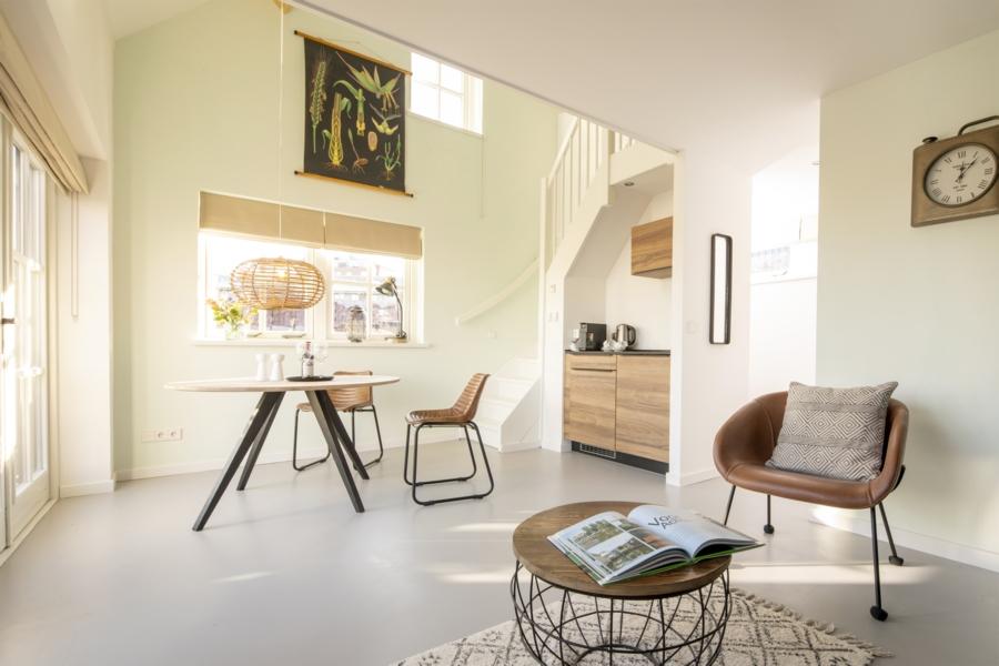 Eetkamer van Studio Kerkuil, B&B Saenliefde Wormer