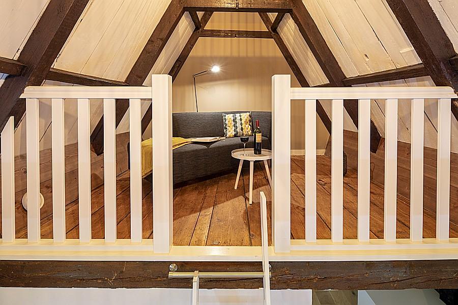 Entresol in een slaapkamer van B&B Saenliefde in Wormer