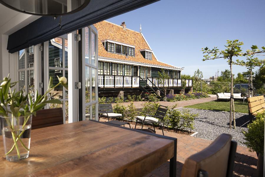 Uitzicht op de tuin van Kamer Bootsman bij B&B Saenliefde in Wormer
