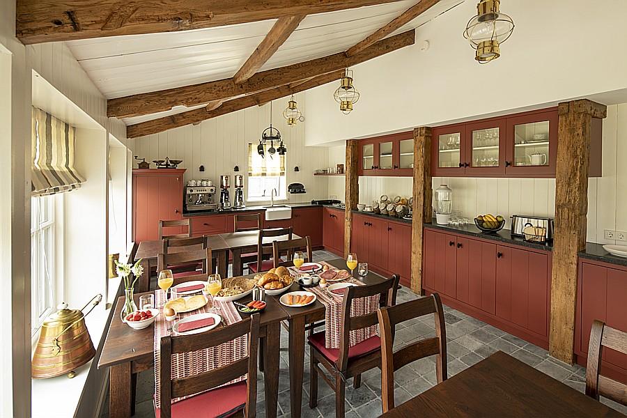 Der Frühstücksraum von B & B Saenliefde in Wormer