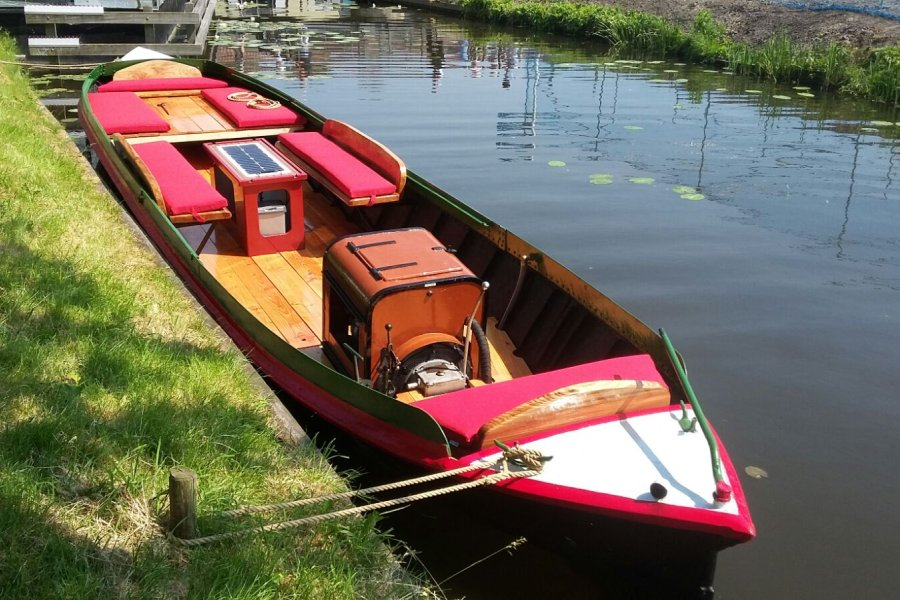 Rondvaart in Noord-Holland met een Akkerschuit